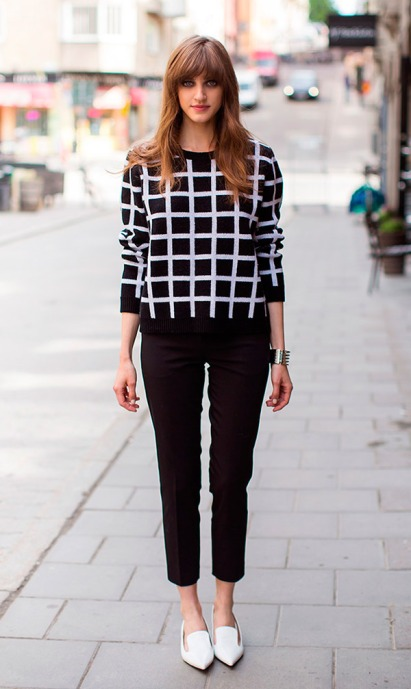street-style-look-sueter-xadrez-calca-preta-sapatilha-branca
